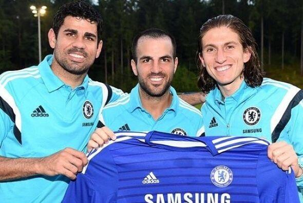 Diego Costa compartió esta foto con Cesc Fábregas y Filipe Luis quienes...