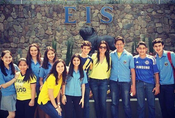 """Feliz de volver a mi escuela #EIS! Thanks #EIS for inviting me back to..."