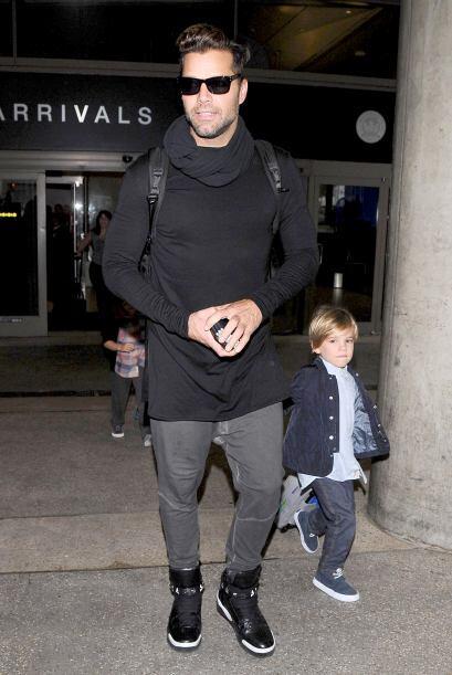 Mira más fotos de Ricky con Matteo y Valentino saliendo de Sydney.Más vi...