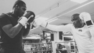 Jon Jones y Anderson Silva pelearon (Foto: Twitter).