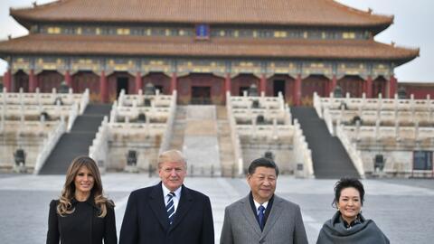 Trump llega a China, etapa clave en su gira internacional por Asia.
