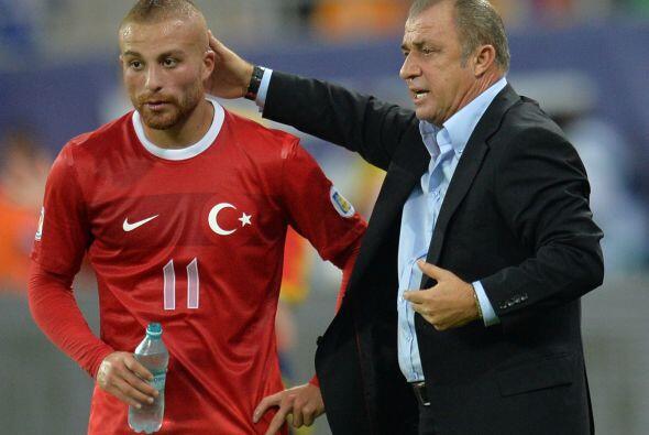 Sin embargo, Terim no dejó de lado sus obligaciones con el Galatasaray,...