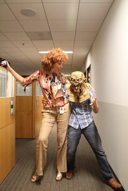 Los locutores de Univision Radio vinieron con sus disfrazes a asustar a...