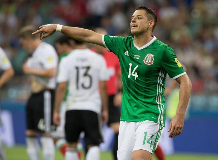 A Javier Chicharito Hernández lo vinculan con el West Ham United. Dicen...