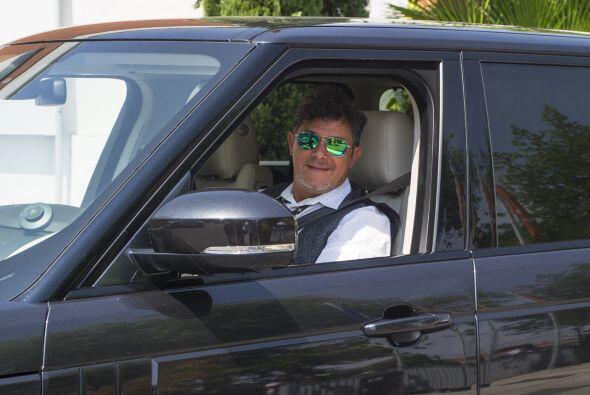 Alejandro Sanz fue quien condujo la camioneta para llevar a la nueva int...