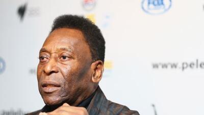 Pelé volvió a ser internado por problemas renales.