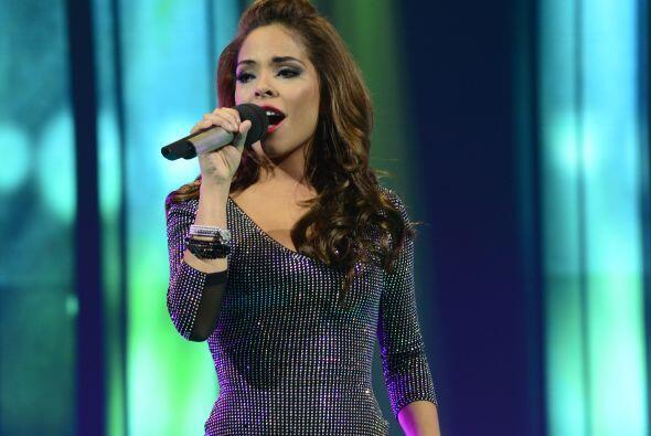 Yesenia Hernández siguió con una linda versión de &...