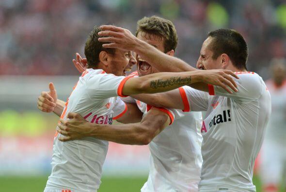 Con un gol, Rafinha firmó su excelente partido en la victoria de 5-0 ant...