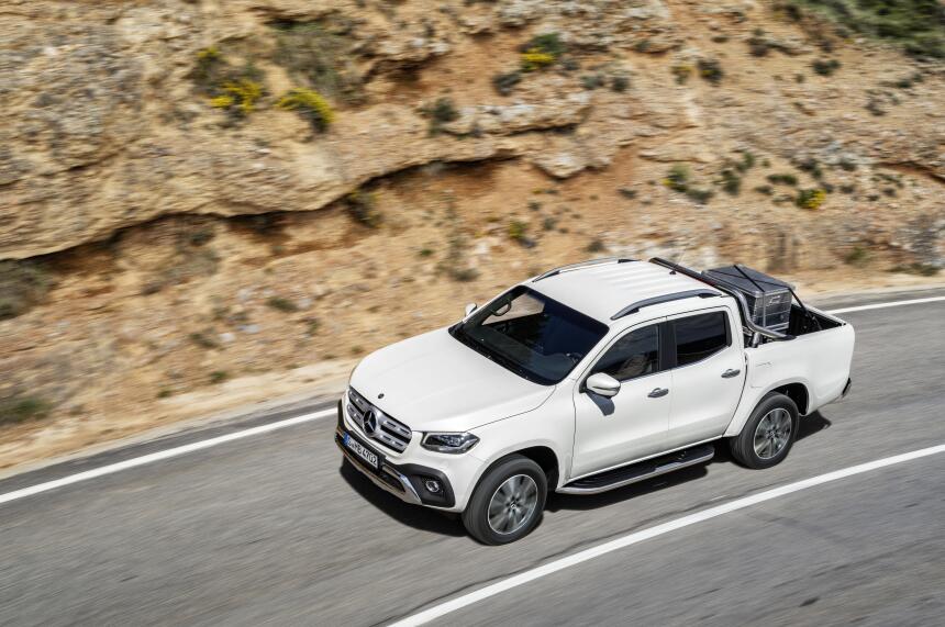 Esta es la nueva Mercedes-Benz Clase-X en fotos 17C384_003.jpg