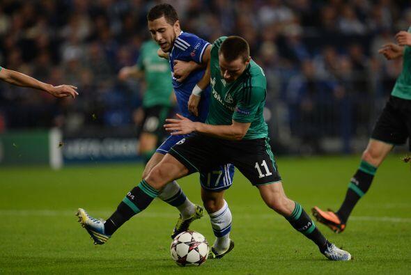 Otro equipo londinense, el Chelsea, visitaba al Schalke 04 alemán.