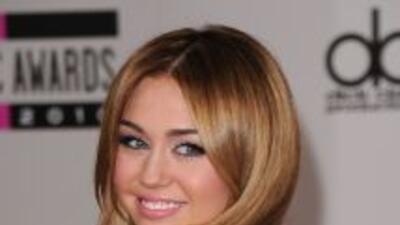 La cantante Miley Cyrus ha sido criticada severamente por fumar salvia,...