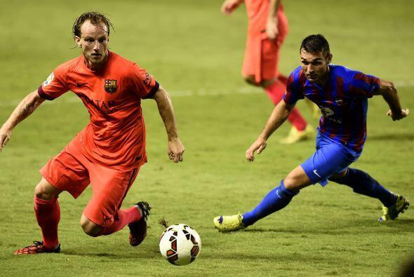 Ya con más calma, el Barcelona dominó sin problemas al Levante que no re...