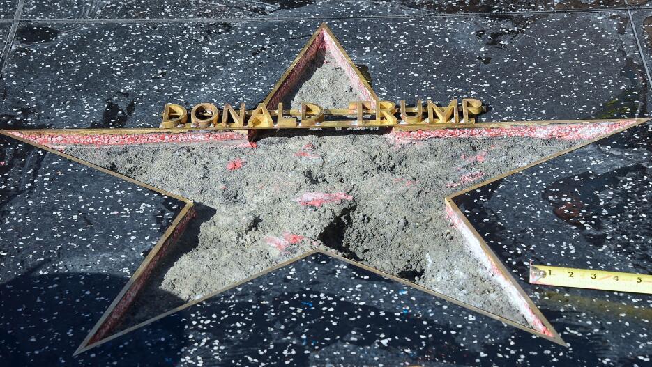 Así repararon la estrella de Trump en el Paseo de la Fama