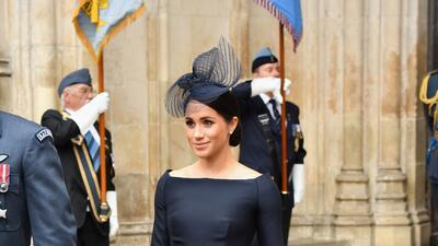 Meghan Markle aparece con una versión azul 💙 de su vestido de novia 👰 (casi)