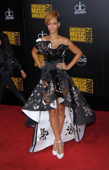 El estilo de Rihanna se rige más por prendas alocadas, con aires más mas...