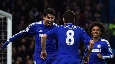 Diego Costa y Oscar celebran uno de sus goles con los que vencieron a Su...