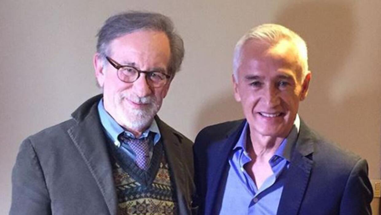 Steven Spielberg, director de la película The Post, con Jorge Ramos, dir...