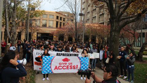 Estudiantes marchan en la presentación del proyecto de ley Acceso.