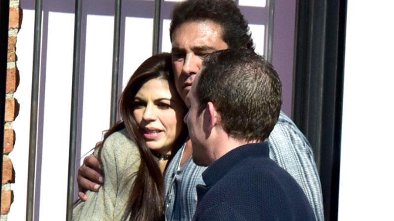 África Zavala y Eduardo Yáñez fueron captados por un paparazzi.