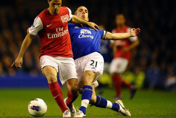 En otros partidos, el Arsenal visitó el campo del Everton en un duelo de...