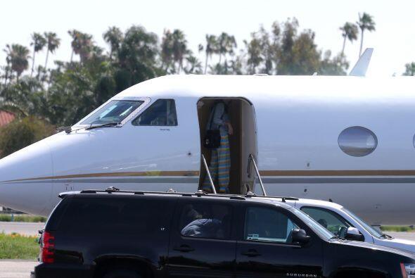La parejita abordó un jet privado. Más videos de Chismes a...
