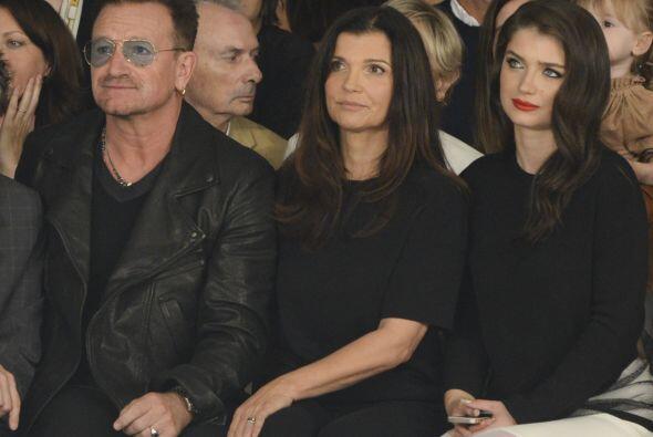Por eso nos cae tan bien Bono. Porque no solo le compra todo, todito a s...
