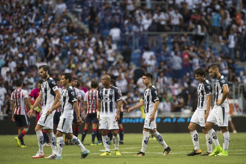Monterrey aplastó al campeón Chivas y es líder general 20170812_3635.jpg
