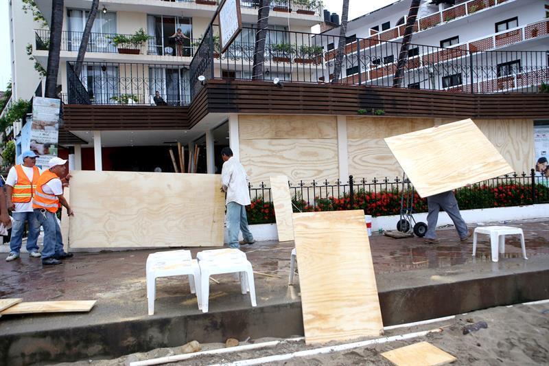México se prepara para el huracán