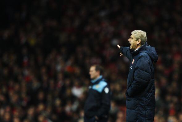 El técnico Arsene Wenger no sabía cómo hacer que sus pupilos mejoraran s...