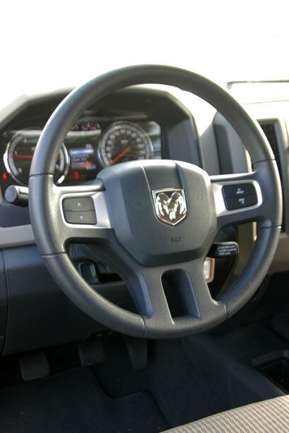 6- Dodge / Ram: Ram presentó su renovada línea de camionetas para el 201...
