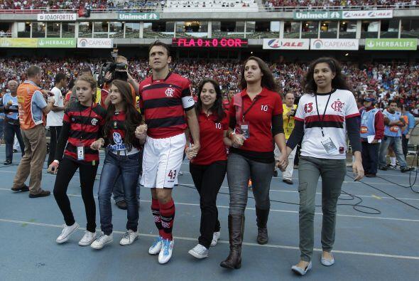 El goleador Petkovic del Flamengo se despidió de las canchas en un duelo...