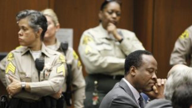 Conrad Murray escucha su sentencia de 4 años en prisión