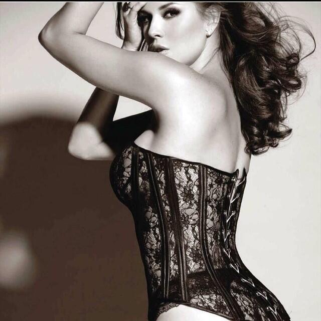 Estas actrices son las mamás más sexys 11015586_1388470734808071_2028552...
