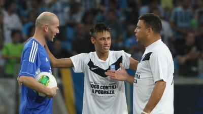 Zidane, Neymar y Ronaldo en un juego amistoso.