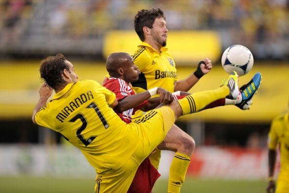 Una expulsión de Dallas le dio la pauta al juego y al triunfo amarillo.