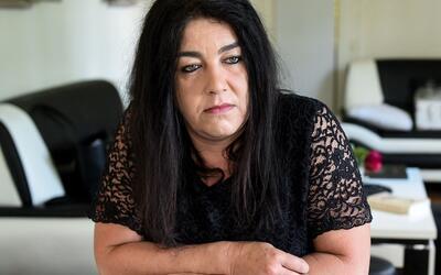 Béatrice Huret ayudó a Mokhtar, un inmigrante iraní...