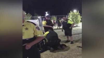 """""""La oficial lo lanzó al piso"""": madre de joven víctima de aparente abuso policial exige justicia"""