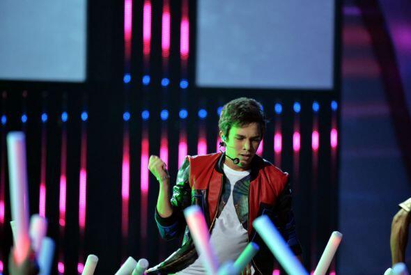 Su juventud encendió al público que  cantó son él su tema MMM Yeah (Musi...