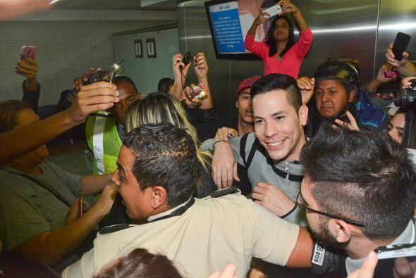 Los fans enloquecieron al encontrar a su ídolo.