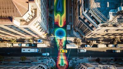 ¿Cómo Santiago de Chile transformó una congestionada calle en una obra de arte?