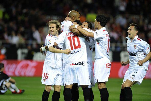 Los andaluces ganaron 3-0 para seguir aspirando con Europa y el Tenerife...
