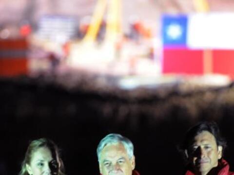 El presidente de Chile, Sebastián Piñera, puso a los 33 ob...