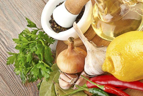 Si vas a usar perejil o cilantro fresco, ponlo en remojo antes de usarlo.