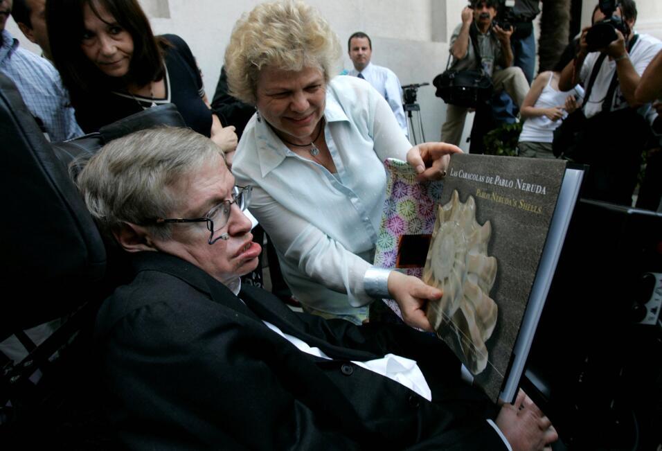 Hawking visitó Santiago de Chile en 2008. En esa oportunidad le m...