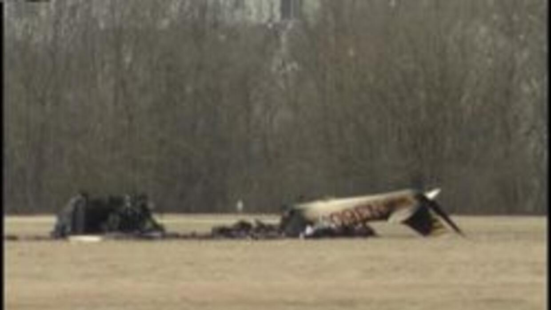 Se estrello avion en Joliet, Illinois. Hay dos muertos. b88fa04f22544a6f...