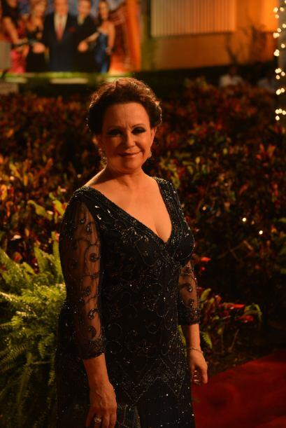La nominada al Oscar, Adriana Barraza también arribó a la alfombra roja,