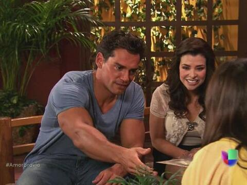 Daniel y Miriam reciben la invitación para la boda entre Natalia...
