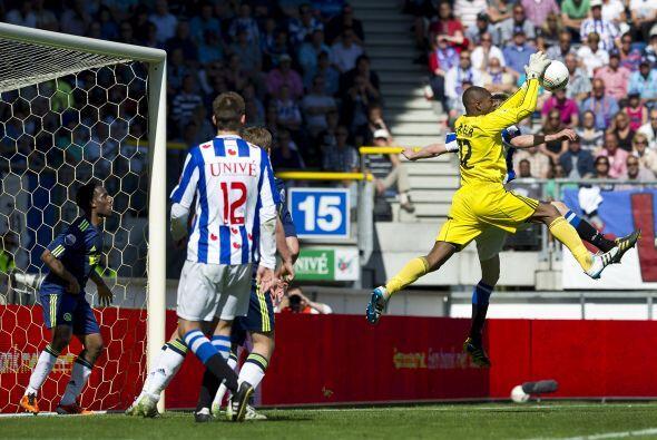 Este arquero fue titular con el Ajax en el duelo ant el Twente, donde cu...