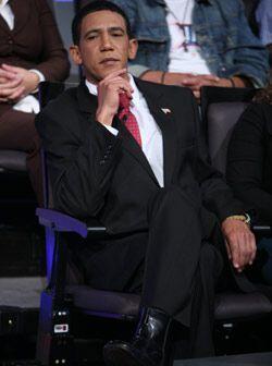 El presidente se acomodó y se divirtió de lo lindo en el show.