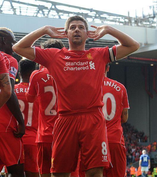 Steven Gerrard metió el gol del Liverpool y fiel a su costumbre se lo de...